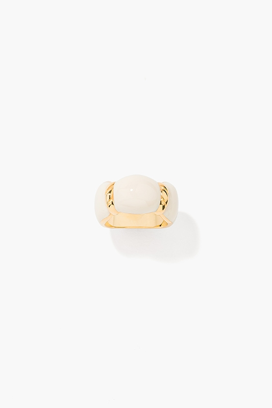 marlene-ring-in-ivory-colored-bakelite-gold-plated